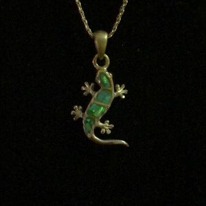Jewelry - Silver chain and gecko pendant